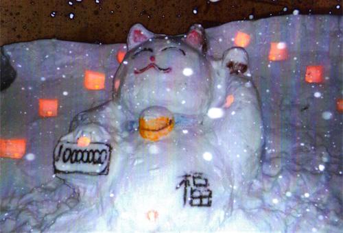 金賞:猫もまねき・微笑む 佐藤弌巳