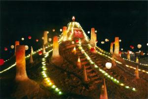 平成26年 第8回 結の灯りアートコンテスト金賞作品 今泉雪灯りまつり実行委員会:「希望のひかり」が輝く魚沼市