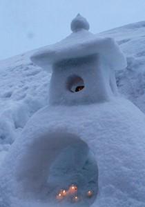奨励賞:雪灯篭を撮ろう!(トーローをトーロウ!) 師匠と弟子